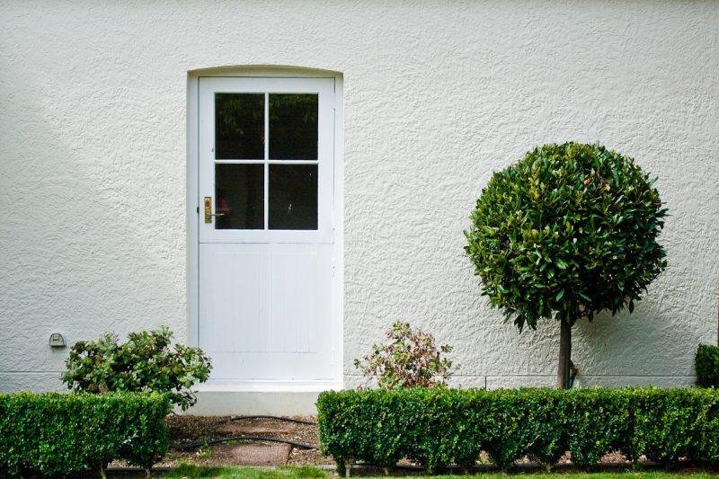 Дверь в стене.