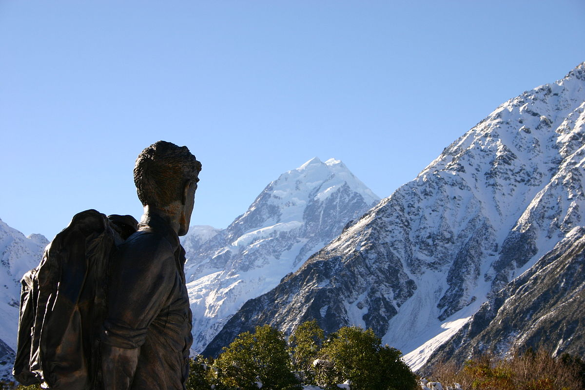 1200px-Hillary_statue_and_Mount_Cook