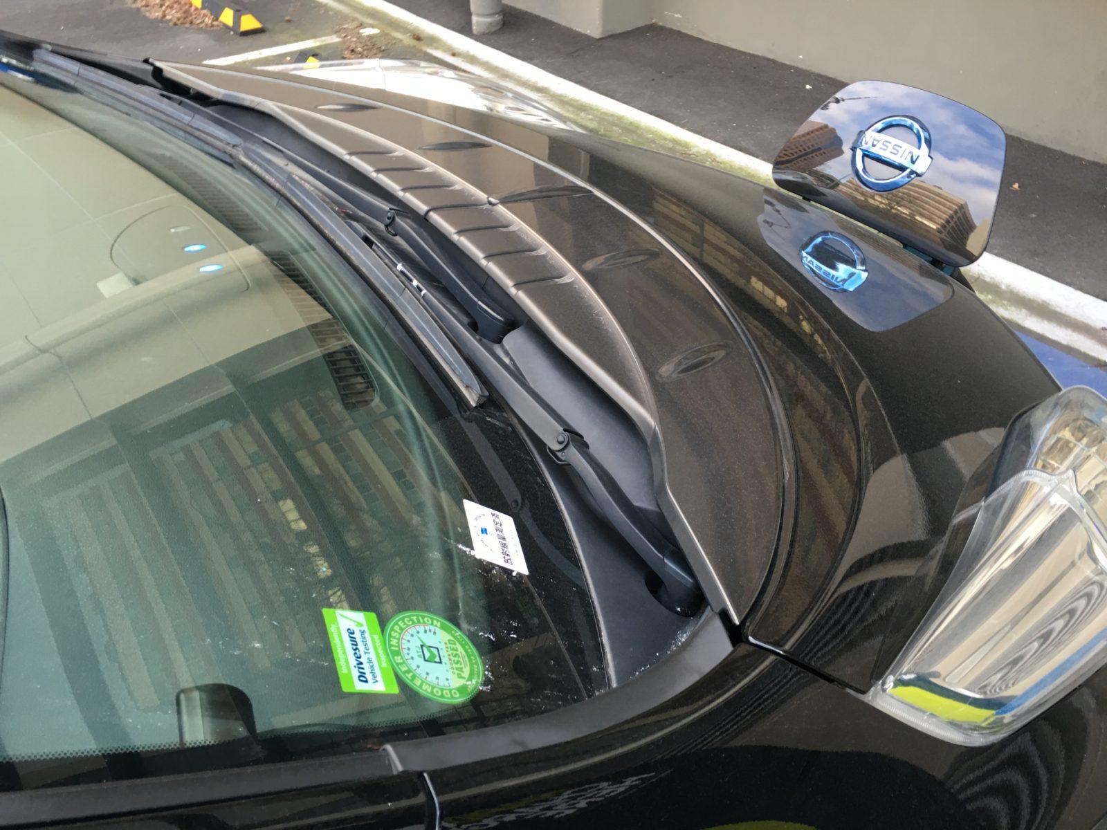 Nissan Leaf мерцает батарейками