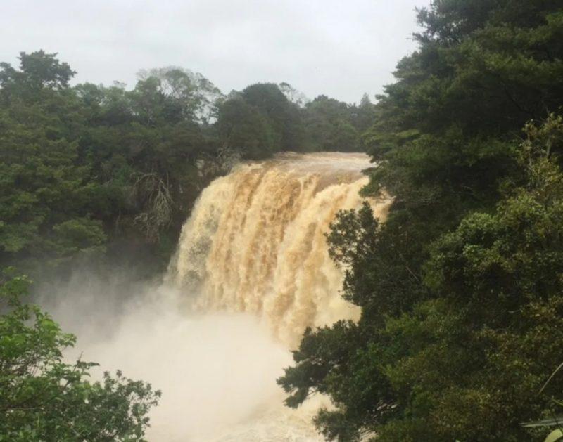 Как выглядит водопад сейчас, незадолго до прихода циклона Кука