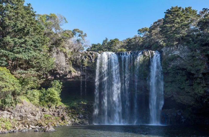 Обычный водопад Kerikeri