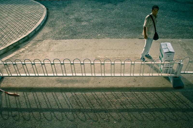 Человек и ограда
