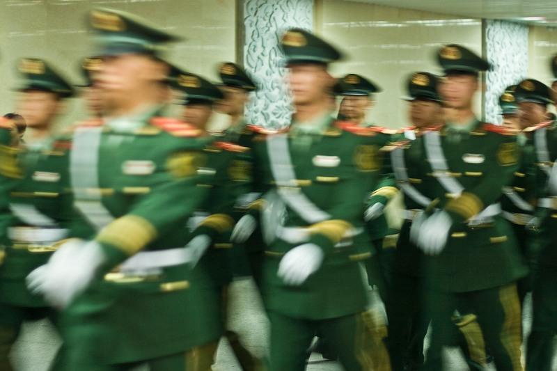 Военные в подземном переходе