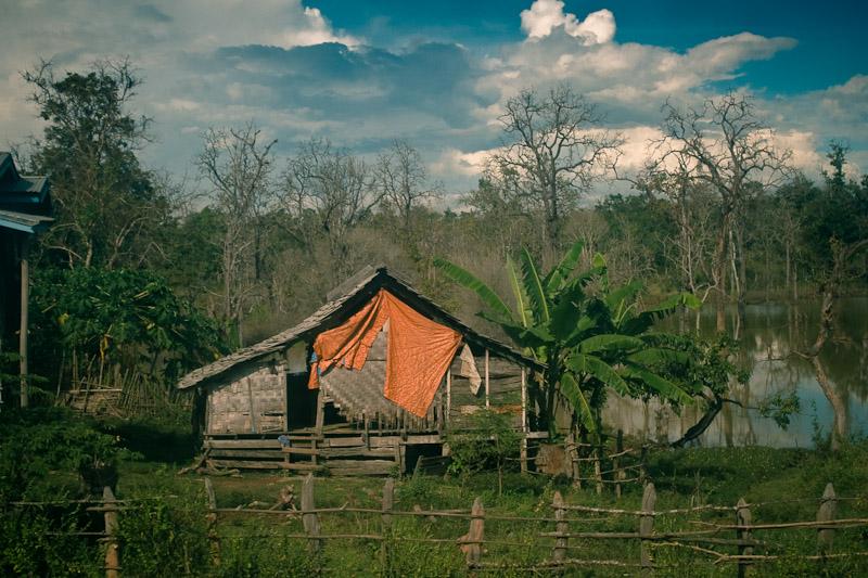 Дом с оранжевой тряпкой