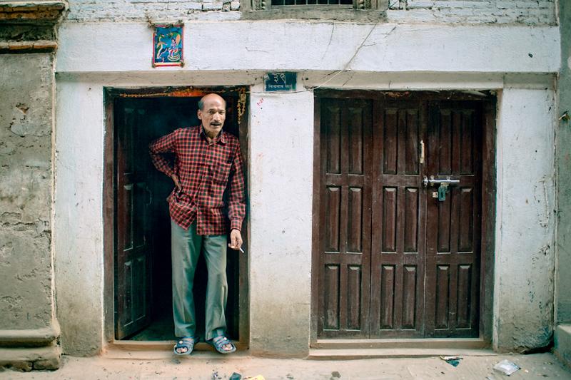 Человек в дверном проёме