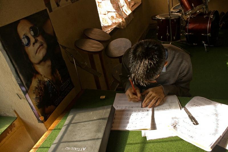 Оззи-наставник и непальский студент