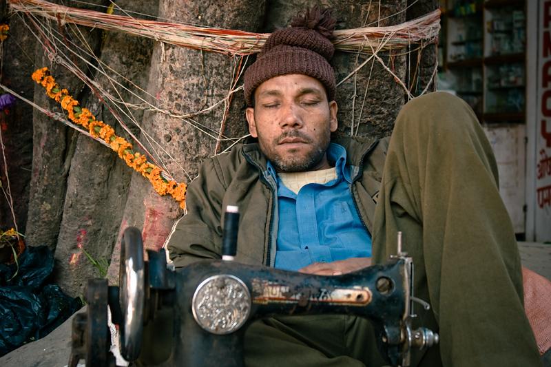 Спящий швец в  Катманду