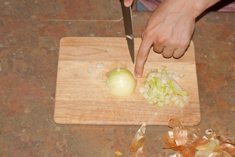 Как резать лук без слёз