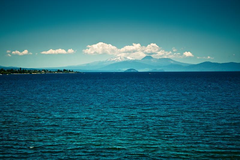 Вид на гору Руапеха с берега озера Текапо