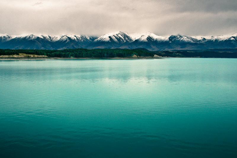 Озеро Пукаки с видом на гору Кука